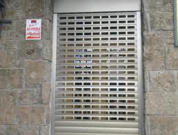 puertas enrollables aluminio troquelado